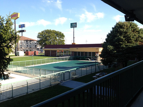 illinois motel swimmingpool holidayinn salem guesthouse