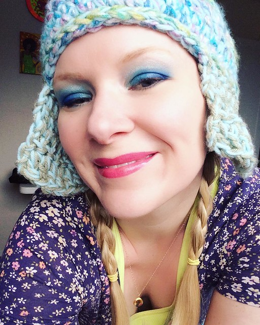 Sunday morning sleep deprivation/hormone-enhanced blue eyeshadow look. Unfinished hat by @dubtrance. 💙