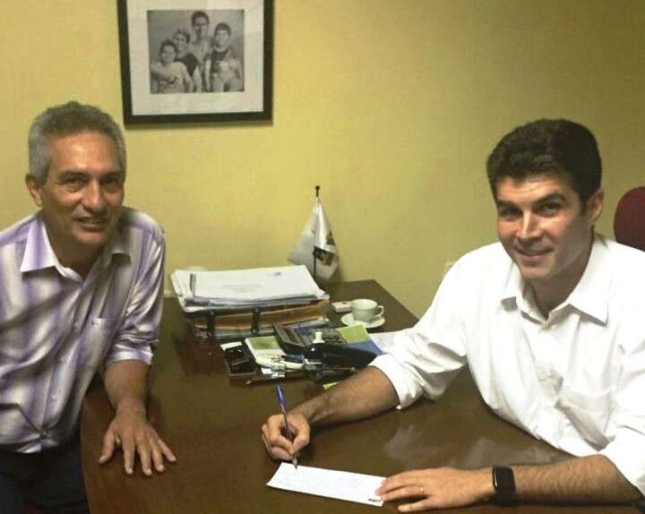 Jaime Silva confirma: contas de 2007 estão sob recurso; confira a certidão do TCM, Jaime Silva assina ficha do PMDB