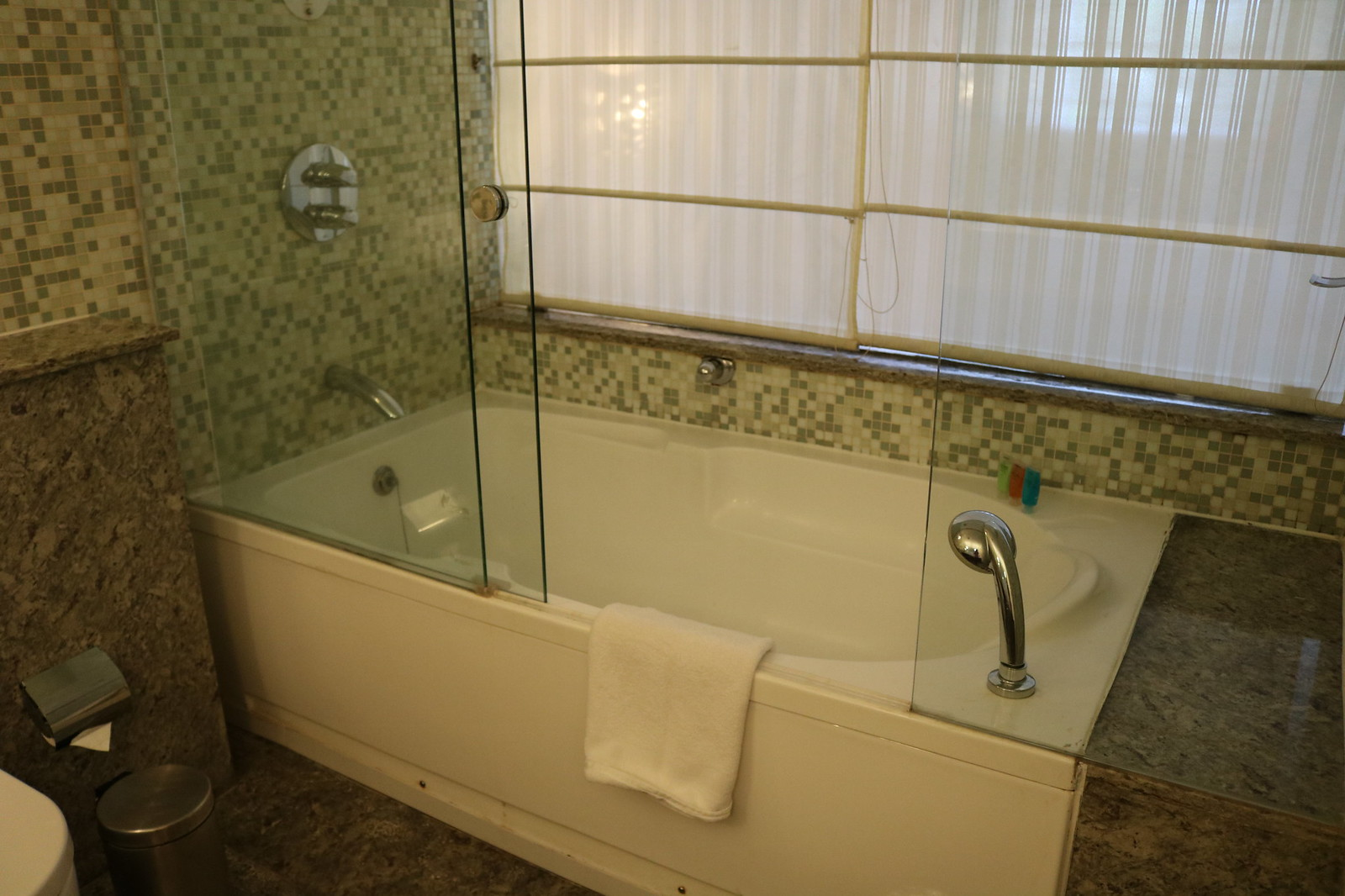 Turtle on the Beach - Garden View Room - Bathtub