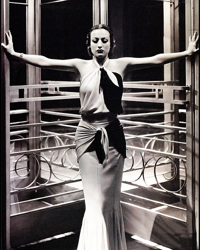 @dubtrance just sent me a flood of Joan Crawford pics, including this one, which is one of my favorites. I've always wanted to paint it.