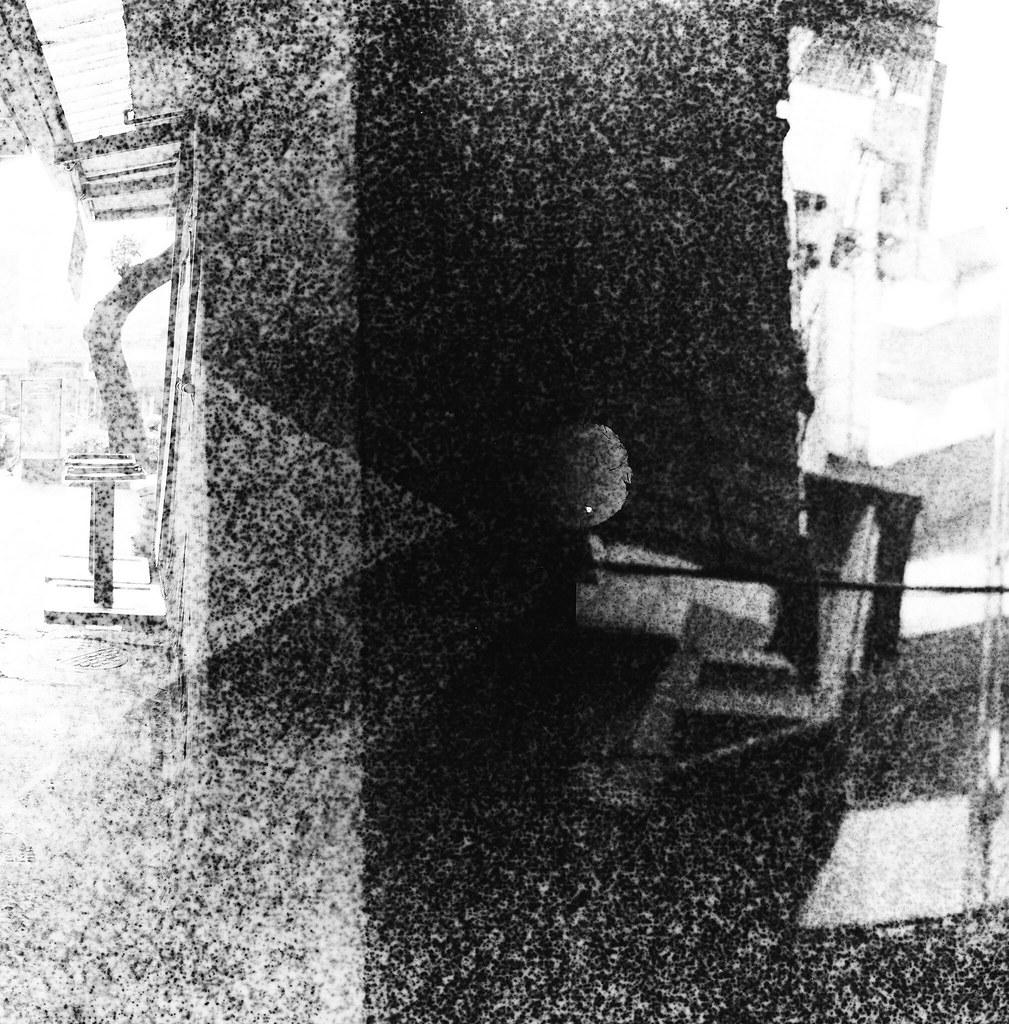 南機場公寓 / Lomo LC-A 120 / Exipred Films 2015/11/07 裝了一捲過期的 Lomo 黑白底片,在南機場公寓、夜市走走拍拍,看看拍出來的效果如何。過期的底片沖出來會把紙卷上的數字給印出來,很神奇的效果。  有一張巷子裡的腳踏車拍的很清楚,其實我記得我是對焦在後面停車的情侶,只是不知道為什麼出來會是那台腳踏車那麼清楚。  下次應該找亮一點的地方拍!  Lomo LC-A 120 Lomography Black and White Negative 100 ISO 120mm (Expired: 2012/12) 2941-0013 Photo by Toomore