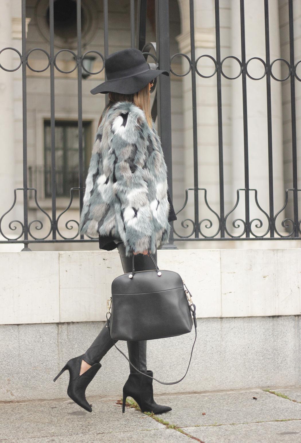 Faux fur coat leatherette pants booties black hat mango streetstyle fashion outfit01
