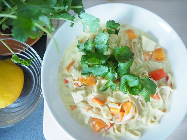 thaikeittoP2147498, tulinen thaikeitto, lämmin keitto, kasvis keitto, mausteinen, spicy, warm, asian food, aasialainen ruoka, food, thai food, thairuoka, kasvisruoka, vegetarian food, sitruuna, korianteri, tofu, thai soup, resepti, recipe, ruoka ohje,