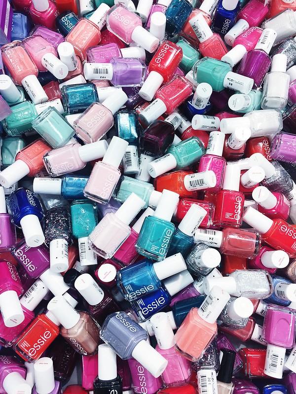 Untitled, essie, nail polish, kynsilakat, kauneus, beauty, makeup, meikit, shopping, ostokset, meikki ostokset, makeup shopping, romper room, fiji, väri, sävy, shade, colour, valinta, vaikea, difficult choose, herkullinen, delicious, cosmetics, kosmetiikka, mistä ostaa, mikä väri, paras,