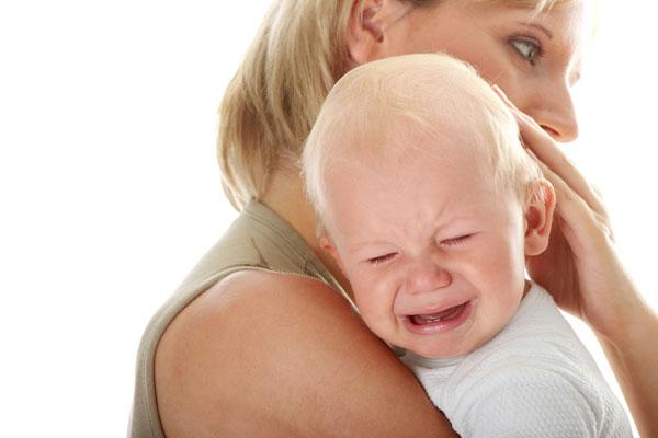 Trẻ quấy khóc suốt cả ngày có đáng lo?