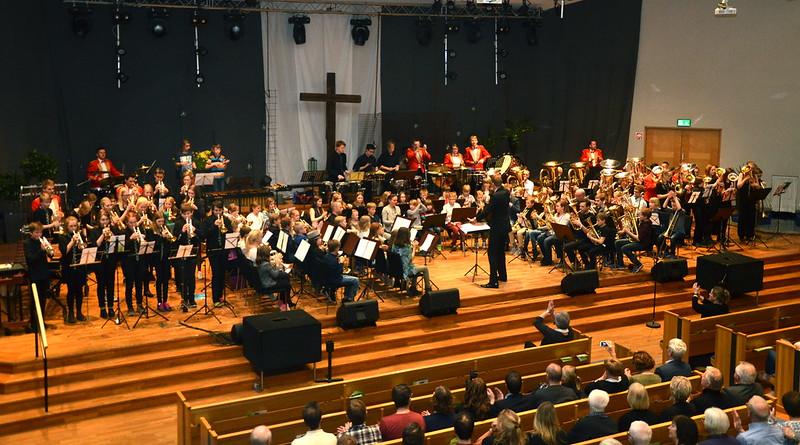 160 musikanter på scenen
