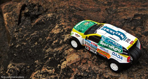 Ixo 1/43 Renault Duster Dakar 2015