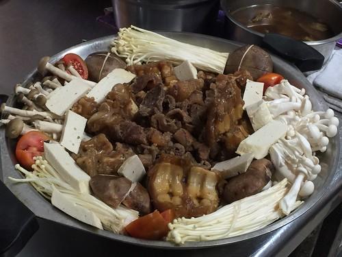 高雄小王牛肉麵的確是行!好好味的牛肉鍋吃完一鍋暖上一週讓我每個月都要來捧場才甘心.. (8)
