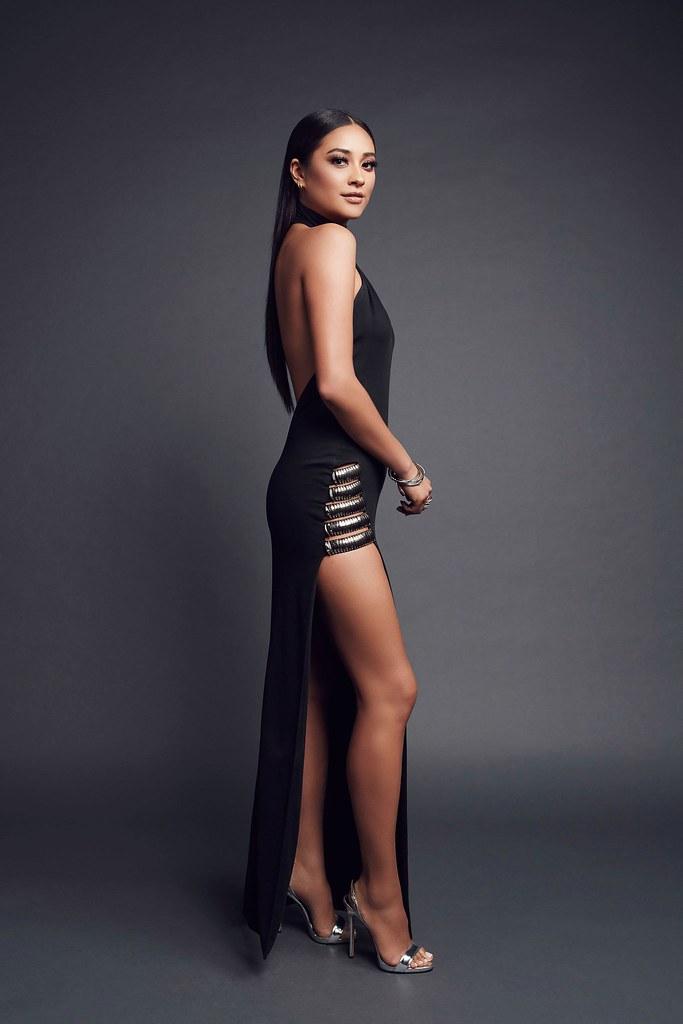 Шей Митчелл — Фотосессия на «People's Choice Awards» 2016 – 10