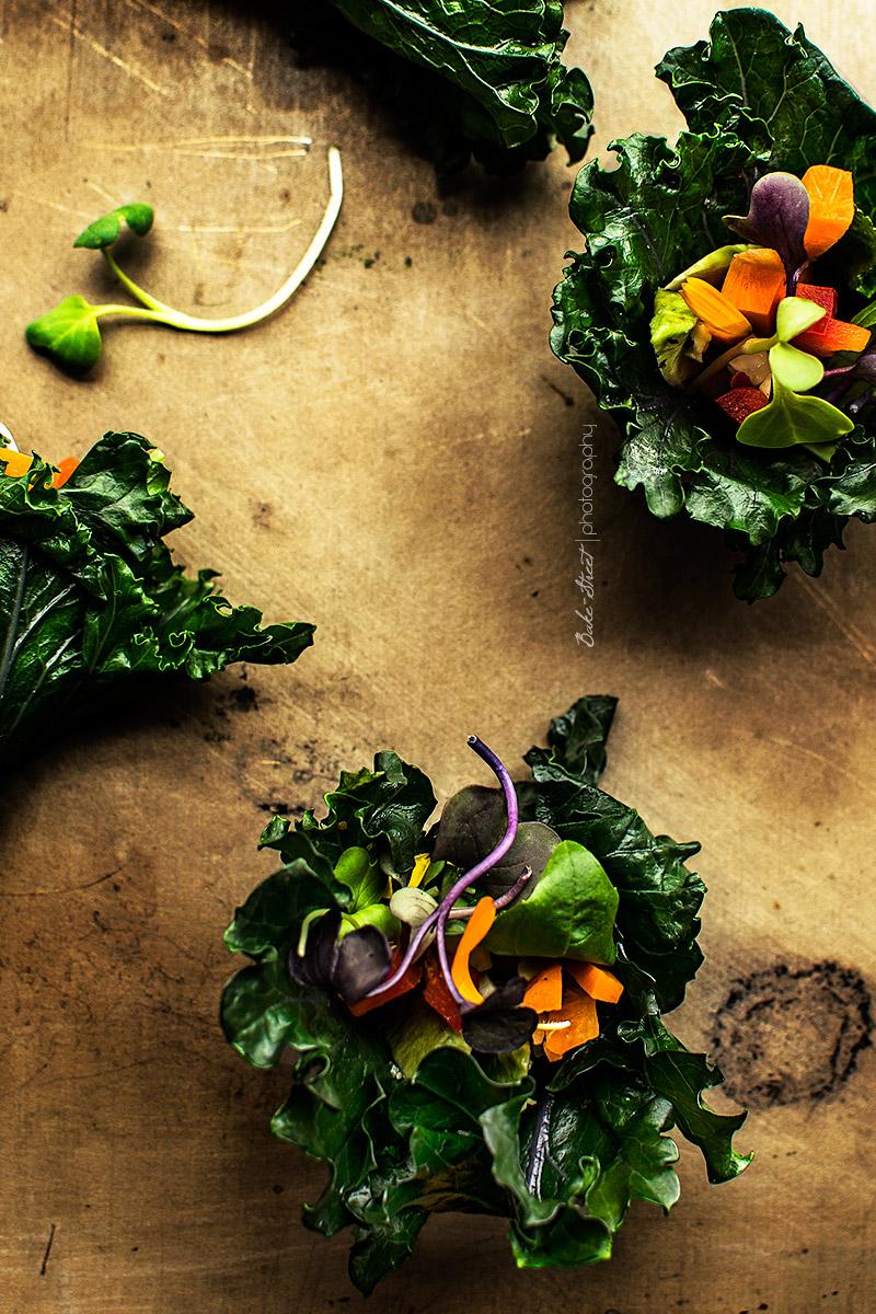 Rollos de Kale con salsa de macadamia y lima