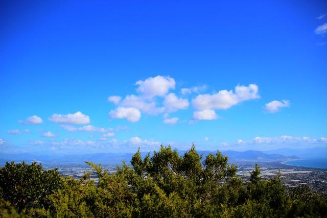 Nuvole e verde