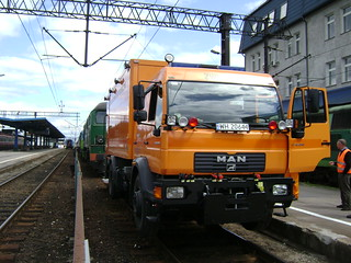 Pojazd drogowo-szynowy - Road-rail vehicle