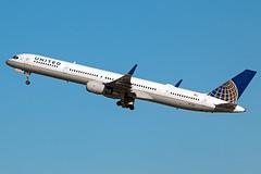 N77867 United 757-300
