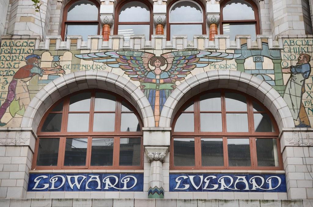 Façade art and craft (art nouveau) dans la Vieille Ville de Bristol.