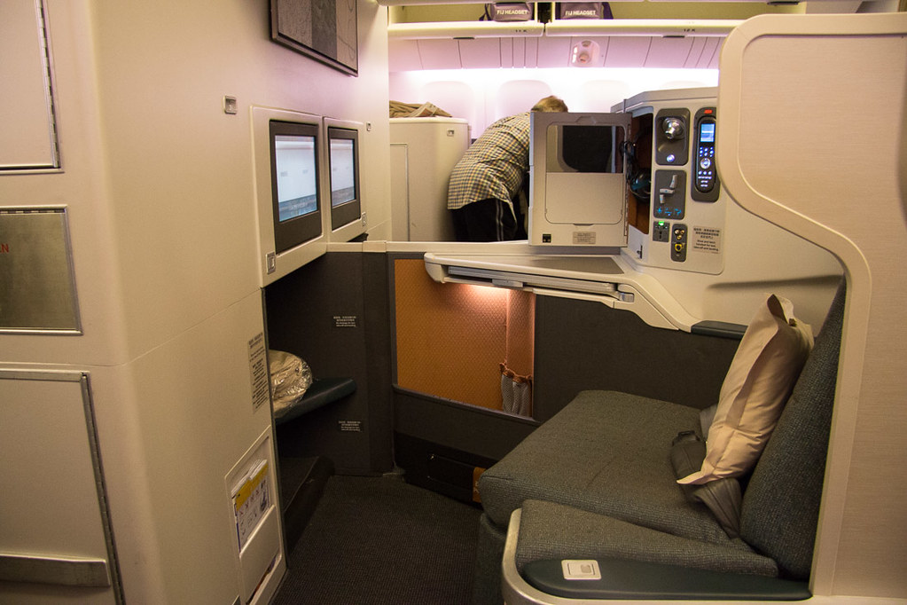 Two center seats of business class configuration on Cathay Pacific 777–300ER