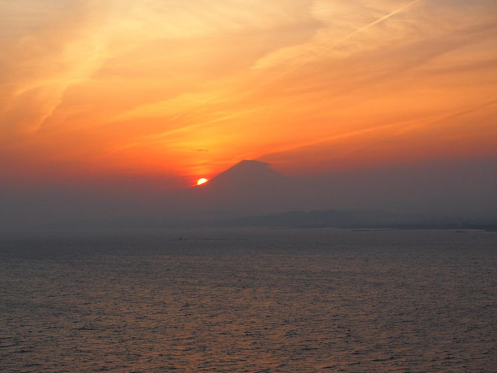 在江之岛灯塔观景台上拍得