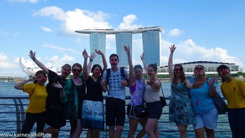 Jecke vorm Marina Bay in Singapur