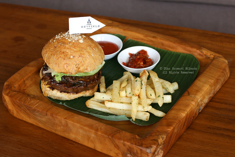 Cozyfield Cafe - Beef Burger Rendang Floss