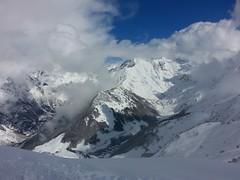 Paesaggio di montagna sotto la neve