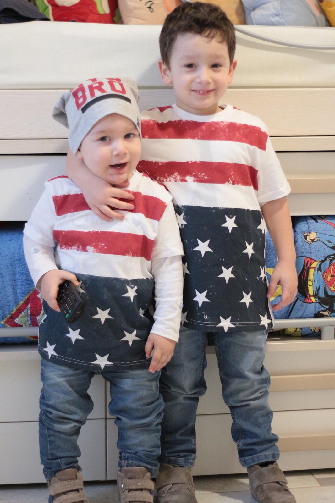 Outfit uguali per bimbi diversi - Terranova shopping
