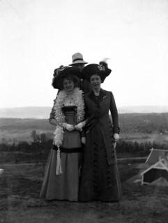 Kvinnemote i Trøndelag ca. 1905