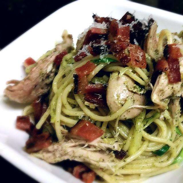 Chicken and zucchini pesto pasta