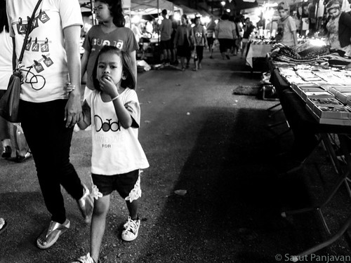 street travel people blackandwhite bw food woman girl monochrome face female night thailand grey mono photo child walk candid sony daughter mother thai trang rx100
