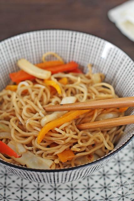 Fideos chinos con calamares y verdura (1)
