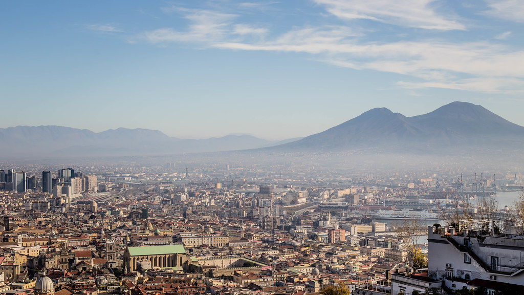 Vue panoramique sur Naples et le Vésuve - Photo de N i c o l a