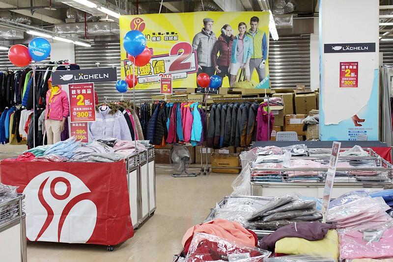 24826945915 4dbc70cb29 b - 熱血採訪。台中干城特賣會搶好康,La new男女鞋、Nike等運動品牌、思薇爾內衣、精典泰迪童裝