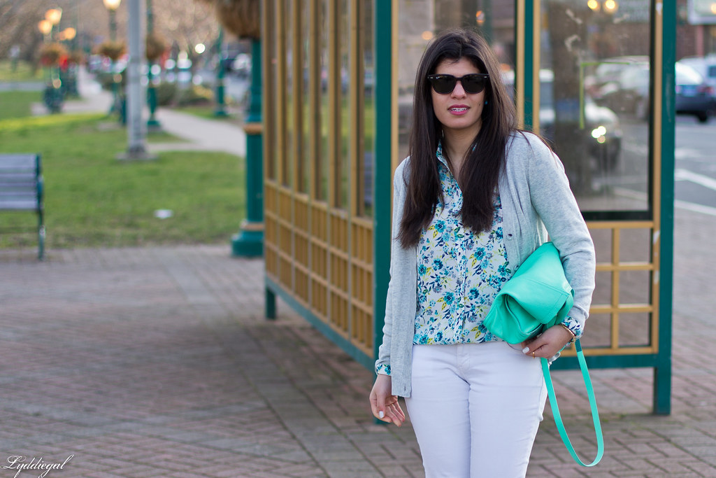 floral blouse, white jeans, lace up flats, mint tote-1.jpg
