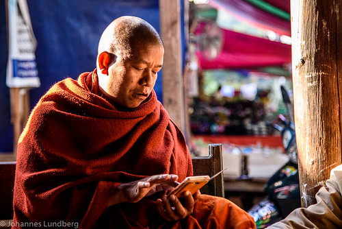 blue red expedition robe burma cellphone monk buddhism myanmar mm shavedhead kayah myanmarburma bawlakhe