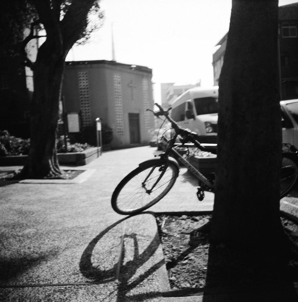 日常 台北 / Kodak 400TX / Lomo LC-A 120 這段時間台北一直在下雨,一直想要拍和雨天有關的主題,但是不巧工作開始忙起來,所以只拍了一點點,其他的都隨意走走拍拍。  不過 Kodak 400TX 這卷底片還是拍黑白的首選!  Lomo LC-A 120 Kodak TRI-X 400 / 400TX 120mm 6781-0008 2015-12-16 ~ 2016-01-09 Photo by Toomore
