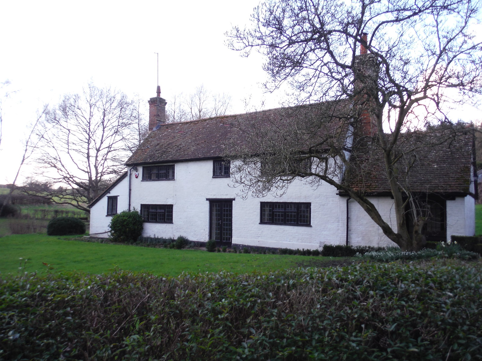 House in Midgham SWC Walk 117 Aldermaston to Woolhampton (via Stanford Dingley)