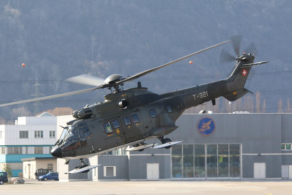Aéroport - base aérienne de Sion (Suisse) 25832813015_04b7e9a251_b