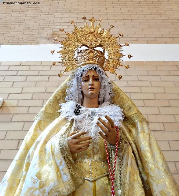 De Gracia y Esperanza vestida de Pascua