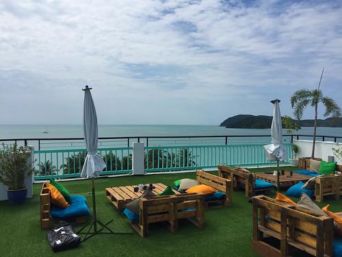 Aussicht von unserer Rooftop-Bar auf Langkawi
