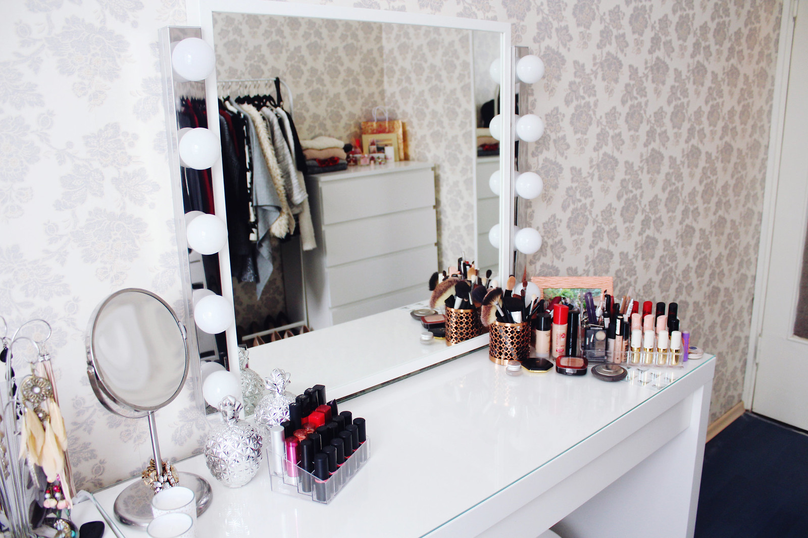 Beauty blogger room tour