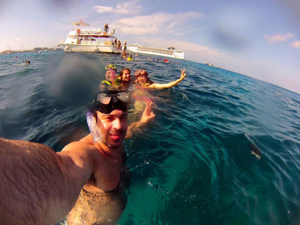 Excursión al arrecife en las islas caimán con el MSC Opera al fondo islas caimán - 26003653980 872e2af4b3 b - Snorkel en las Islas Caimán