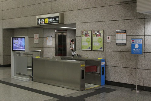 Single set of ticket gates in place to control access to the platform lift