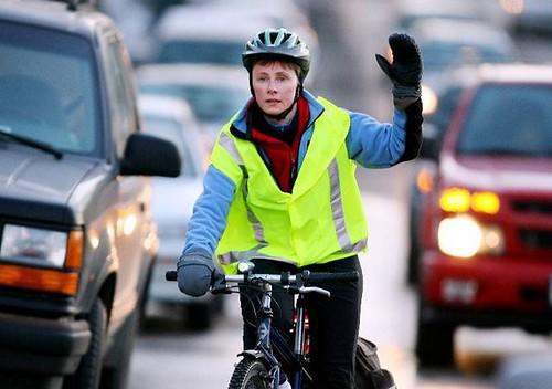 Усіх велосипедистів— у жилети
