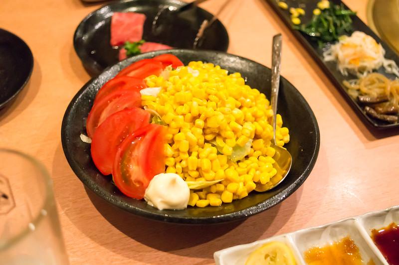 焼肉問屋 牛蔵、名物コーンサラダ