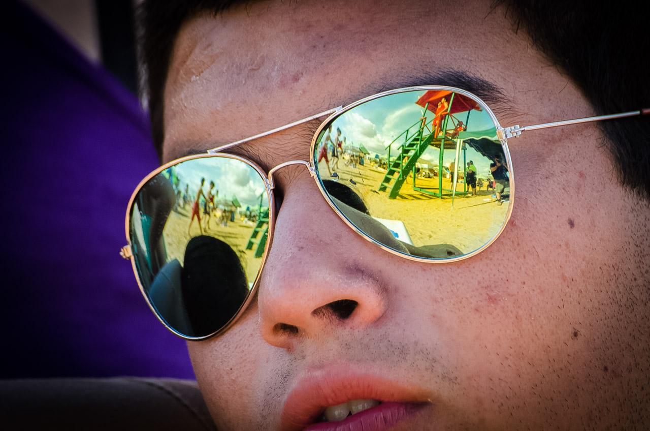 La vigilancia de la seguridad en la Playa San José, desde el reflejo de los lentes de sol de un veraneante. (Elton Núñez)