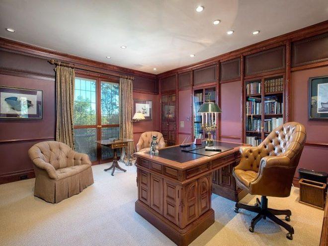 Домашний кабинет в вишневом цвете
