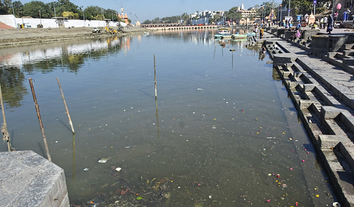 While the water of the Kshipra is not fit for bathing at regular times, the Madhya Pradesh government has implemented the Narmada-Kshipra link for the Simhastha Maha Kumbh Mahaparva 2016. They hope that the pumping of five cusecs of water from the Narmada into the starting point of the Kshipra, will clean and improve the quality of the Kshipra's water.