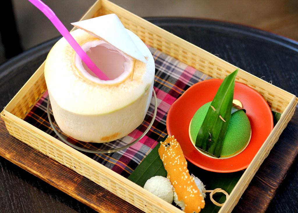 曼谷甜点:伊萨亚拉帕蒂塞里咖啡馆Saisai套装