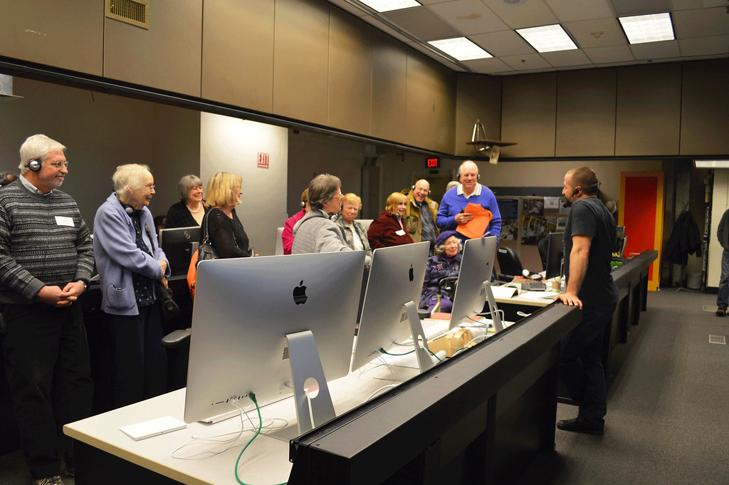 2-PPPLtour2016Feb23-WCCPNJ-Dr. Walter Guttenfelder talking to Joel Gordon, Gerry Bowers, Kathy Hutchins, Dora Bowers, Sandra Stein, Janet Reiche, Bonnie Larson, Ted Begun, Laura Kruskal and David Bowers;