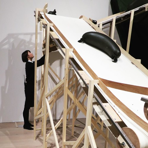 でもあまりにも不具合だらけであちこちで止まるので、美術館スタッフがひっきりなしに調整してた。