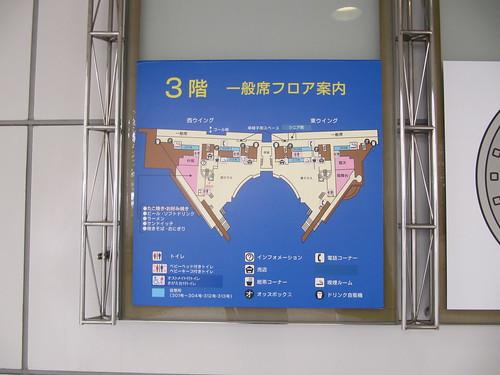 阪神競馬場のフードプラザの様子